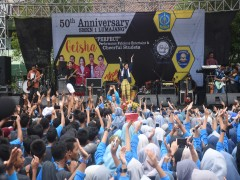 Perfomance Fabulous and Cheerful Student